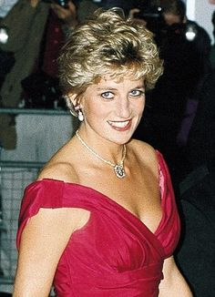 Princess Diana 'leaked royal directories to the News of the World . Clive Goodman told the Old Bailey jury that he received an envelope with a 'Green Book' containing information about the royal household at his office in Wapping. Princess Diana Fashion, Princess Diana Pictures, Princess Diana Family, Princess Of Wales, Lady Diana Spencer, Prinz William, Diane, Prince Charles, Queen Of Hearts