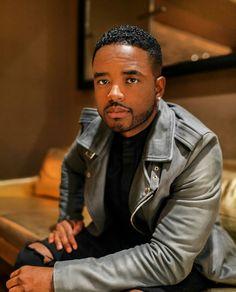 "Celebrity Check. . .  Larenz Tate: 2017 ""Don't stop until your mission is complete. #GoalGetter""  Be An Icon!"