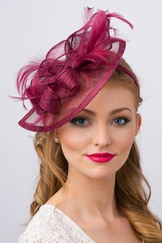 This sassy fascinator is timeless glamour, and a nod to vintage style with bouncy mesh ribbon and flighty feathers. Classic sinamay mesh shape and elegant look. Sombreros Fascinator, Grey Fascinator, Facinator Hats, Fascinators, Headpiece, Headdress, Vintage Wine, Mode Vintage, Vintage Style