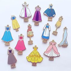 Princess dresses fantasy pins - The Trend Disney Cartoon 2019 Disney Pin Trading, Disney Cute, Disney Style, Disney Disney, Disney Magic, Collection Disney, Dress Collection, Disney Pins Sets, Disney Pin Collections