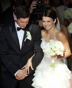 Red Carpet Wedding: Robert Lewandowski and Anna Stachurska Robert Lewandowski, Football Is Life, Event Decor, Wedding Events, Weddings, Red Carpet, Anna, Soccer, Romantic