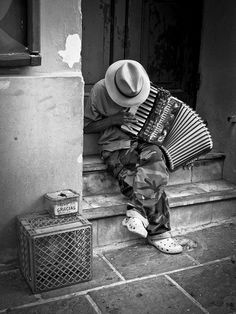 Accordion Player (Acordeonista) by Gotta go and earn my pay (Hard work, work), via Flickr