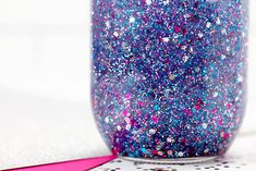 If you are looking for the ultimate resource on how to make glitter jars, we've got you covered! Shared below is everything you need to know to make and use DIY glitter jars; a beautiful, calming, and easy sensory activity for kids. Glitter Globes, Glitter Mason Jars, Mason Jar Crafts, Glitter Projects, Glitter Crafts, Christmas Mason Jars, Christmas Ornament Crafts, Christmas Decorations, Ornaments
