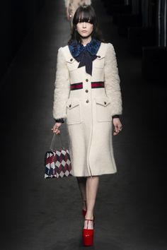Тренд: меховые рукава | Vogue Ukraine