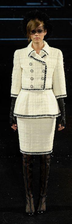 chanel tailleur femme,Tailleur Chanel par Karl Lagerfeld,2009 edb61822f38