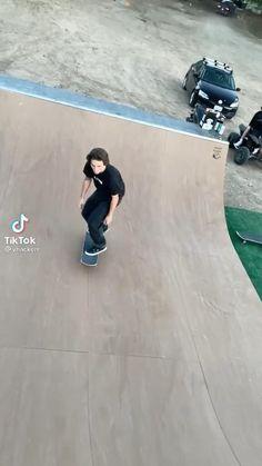 Skateboard Videos, Indie Room Decor, Badass Aesthetic, Skateboards, Make Me Smile, Tik Tok, Random Stuff, Babe, Arms