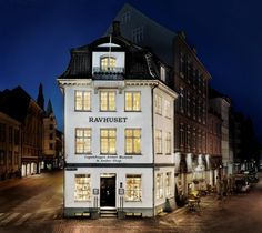 House of Amber - Our shop at Kongens Nytorv by Nyhavn. Copenhagen, Denmark