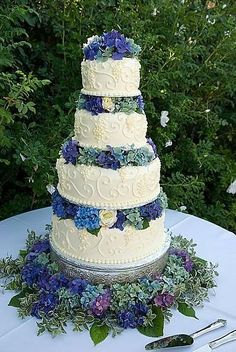 hydrangea wedding cake - love the old school piping & the colors