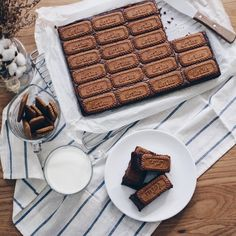 """This time, I introduce the recipe of """"Lotus brownie"""" which is talked about in the instant! It seems that it is a photogenic sweet matter that can be made by just mixing and baking . Sweets Recipes, Cake Recipes, Cooking Recipes, Sweets Cake, Cupcake Cakes, Bread Cake, Desserts To Make, Cafe Food, Holiday Cakes"""