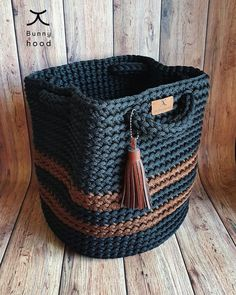 Crochet Handbags, Crochet Purses, Crochet Bag Tutorials, Crochet Patterns, Cordon Macramé, Crochet Mat, Creative Bag, Black Crochet Dress, Yarn Crafts