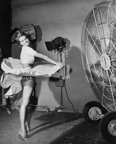 Thanks Jerry Schein for sharing this awesome pic of Angie Dickinson Vintage Hollywood, Classic Hollywood, Film Rio, Divas, Windy Skirts, Photo Star, Blowin' In The Wind, Angie Dickinson, Actrices Hollywood