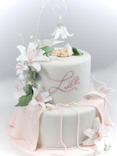 Hochzeit und so … – torteundmehr.at Fairy Garden Cake, Garden Cakes, Baby Shower Favors Girl, Baby Shower Cakes, Baptisms, Baby 1st Birthday, Little Cakes, Baby Family, Cake Creations