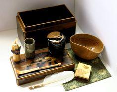 Petit coffret en laque d'or - Cérémonie du thé - Collection Kenzo Takada - Japon, XIXe siècle -