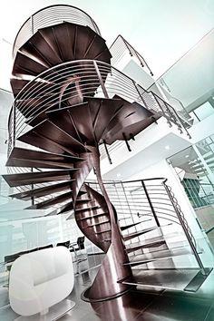 Escalier en colimaçon hélicoïdal en fer ETIKA by OFFICINE SANDRINI