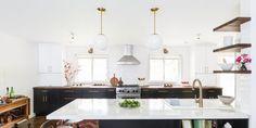 Two-Tone Kitchen Cabinet Ideas - How Use 2 Colors in Kitchen Cabinets Two Tone Kitchen Cabinets, Kitchen Cabinetry, Kitchen Shelves, Portfolio Design, Peninsula Kitchen Design, Contemporary Kitchen Backsplash, Small Kitchen Layouts, Kitchen Ideas, Kitchen Inspiration