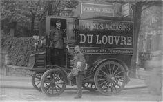 """Paris 1910, un camion de livraison des """"Grands Magasins du Louvre"""". Paris d'antan, Facebook"""