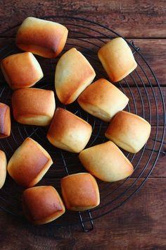 ミルクブレッド。 by 栁川かおり 仕込み水を牛乳で作るリッチな生地のパン。切りっぱなしの不揃いな成型もかわいい!