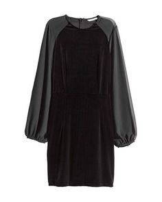 Vas a comprarte un vestido de terciopelo. Seguro. En cuanto empiece a refrescar (o incluso antes) es la opción perfecta para llevar sobre jerseys de cuello alto y camisetas, a una boda de otoño, e incluso para trabajar. Toma nota de nuestros favoritos.