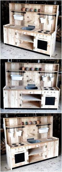 Wooden pallets Kids mud Kitchen # Children's furniture # Wooden pallets … - All For Backyard Ideas Pallet Kids, Diy Pallet Projects, Wood Projects, Mud Kitchen For Kids, Diy Kitchen, Kitchen Utensils, Kitchen Ideas, Kids Wooden Kitchen, Outdoor Play Kitchen