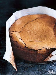 This gooey and decadent chocolate fudge cake recipe is super easy dessert idea - the ultimate Donna Hay chocolate cake recipe! Chocolate Pudding Recipes, Fudge Recipes, Baking Recipes, Cake Recipes, Dessert Recipes, Ultimate Chocolate Fudge Cake, Choc Fudge Cake, Cake Chocolate, Naked Cakes