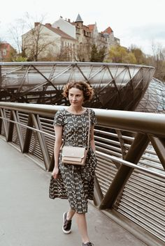 Unterwegs im Printkleid und Aigner AMBER - Misses Popisses Paris Mode, Parisian Style, My Outfit, Amber, Feminine, Spring Summer, Classy, Outfits, Beautiful