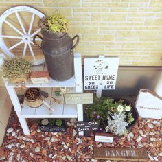 Add gravel to a lackluster entryway. Green Life, Ladder Decor, Diy And Crafts, Sweet Home, Entryway, Exterior, Table Decorations, Flowers, Gardening