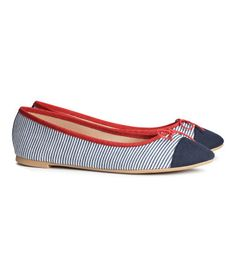 Ballet flats with bow at front. Rubber soles.