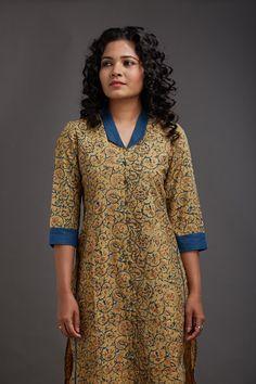 Rania Collar Kurta, adding a solid accent to a pattern Salwar Neck Designs, Churidar Designs, Kurta Neck Design, Neck Designs For Suits, Kurta Designs Women, Dress Neck Designs, Blouse Designs, Salwar Pattern, Kurta Patterns