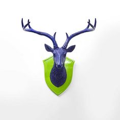 For this decorative wall object you don't need a hunting licence. Shopping addiction combined with affinity for extravagant home accessoires are totally enough. Extravagant Homes, Go Green, Big And Beautiful, Antlers, Kids Room, Furniture Design, Diy Crafts, Cool Stuff, Holiday Decor