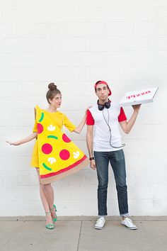 Looking for DIY Halloween Costumes? Here are Easy DIY Halloween Costumes for Kids and Adults. These Halloween Costumes are also for groups & couples. Couples Halloween, Diy Couples Costumes, Cute Costumes, Couple Halloween Costumes, Holidays Halloween, Halloween Diy, Halloween Pizza, Couple Costume Ideas, Funny Couple Costumes