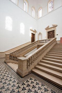 Escadaria do Colégio de Jesua, Coimbra, Portugal