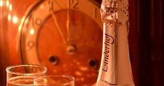 Nepečené cukroví - 4 nejlepší recepty - Vánoční pohoda.cz Voss Bottle, Water Bottle, Christmas Pictures, Wine Decanter, Punk, Xmas Pics, Christmas Images, Wine Carafe, Water Bottles