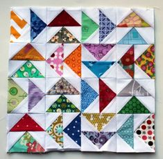 quilt-stuff: Flying Geese Paper Piecing Monday style (via Wombat Quilts) Free Paper Piecing Patterns, Mini Quilt Patterns, Pattern Blocks, Geometric Patterns, Small Quilts, Mini Quilts, Patchwork Vol D'oie, Flying Geese Quilt, Miniature Quilts