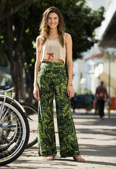 Chic Outfits, Summer Outfits, Fashion Outfits, Style Palazzo, Look Fashion, Korean Fashion, Estilo Boho, Floral Pants, Comfortable Outfits