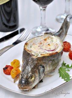 Сибас с творожно-сливочным соусом и овощами