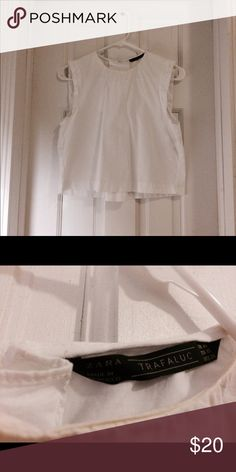 Zara crop white top, size xs Lengh 17 inch, width 15 inch. Zara Tops Crop Tops