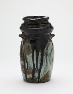 Vase, with lacquer lid for use as tea ceremony water jar | 1596-1615, Momoyama period | Stoneware with rice-straw-ash and iron glazes H: 22.1 W: 11.9 cm Imari city, Japan