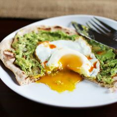 Recipe: Avocado and Egg Breakfast Pizza — Recipes from The Kitchn