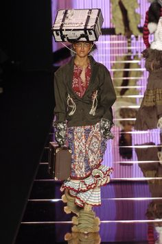 Love the idea of this- might not be practical but very cool  John Galliano at Paris Fall 2004