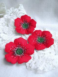 Brooch Red Poppy.Felt Brooch. Textile Brooch. Poppy by SvitLoShop