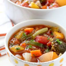 This Weight Loss Vegetable Soup Recipe is one of our favorites! As you would expect in a vegetable soup recipe, this is completely loaded with fresh veggies and flavor. It's naturally low in fat and calories it's the perfect lunch, snack or starter! Weight Loss Vegetable Soup Recipe, Weight Loss Soup, Vegetable Soup Recipes, Veggie Soup, Yummy Veggie, Clean Eating, Healthy Eating, Smoothies, Smoothie Detox