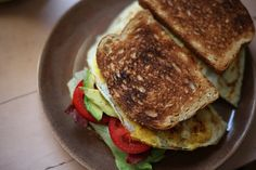 egg, tomato & avocado sandwich