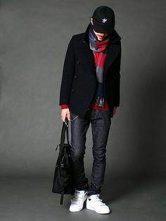 着まわしの良いスタンダードなピーコート。 NAVY、REDのコントラストを加え、深みのある大人カジ