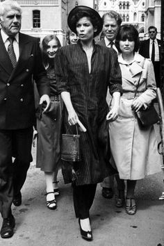 Bianca Jagger leaves the High Court in London during her divorce hearings against Mick Jagger, July (Photo by Stuart Nicol/Evening Standard/Getty Images) 70s Fashion, Fashion History, Modest Fashion, Vintage Fashion, Vintage Style, Vintage Ideas, Vintage Toys, Vintage Photos, Vintage Outfits