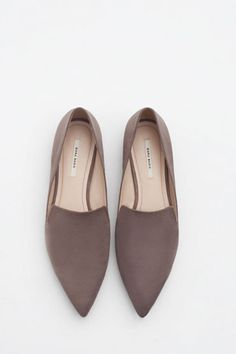 By now your favourite summer sandals have been relegated to the back of the wardrobe, so if you're wondering what to wear before boot weather officially kicks in, meet the perfect transitional shoe: pointed loafers.