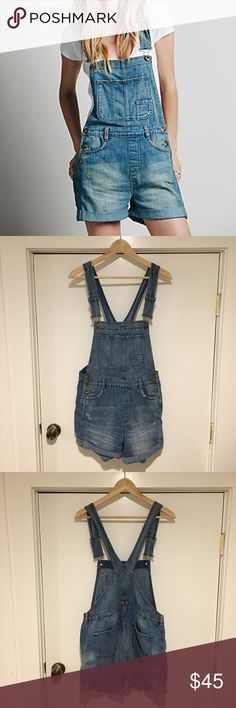 Free People Short Overalls, Boyfriend Shortalls 29 Free People's distressed boyfriend shortalls. Have been worn and washed, but in excellent condition! Free People Pants Jumpsuits & Rompers