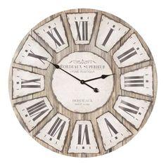 Een lekkere grote ronde houten wandklok met Romeinse cijfers.De klok heeft een gezellige romantische uitstraling en past ook het beste in een woonkamer met een landelijke sfeer.
