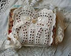 fabric book - look at all the pics! Love this whole site! Lots of tutorials! Journal Covers, Book Journal, Collage Book, Book Art, Fabric Art, Fabric Crafts, Fabric Books, Mini Books, Textiles