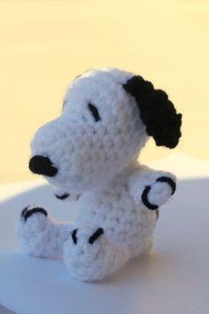 Crocheted Amigurumi Snoopy - Free Crochet Pattern (also Woodstock pattern) Crochet Amigurumi, Amigurumi Doll, Amigurumi Patterns, Crochet Dolls, Crochet Patterns, Crochet Round, Love Crochet, Crochet For Kids, Crochet Baby