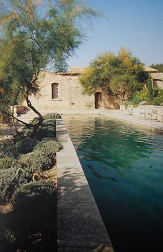 Having a pool sounds awesome especially if you are working with the best backyard pool landscaping ideas there is. How you design a proper backyard with a pool matters. Outdoor Pool, Outdoor Spaces, Outdoor Gardens, Indoor Outdoor, Swimming Pool Designs, Swimming Pools, Indoor Swimming, Backyard Makeover, Interior Garden